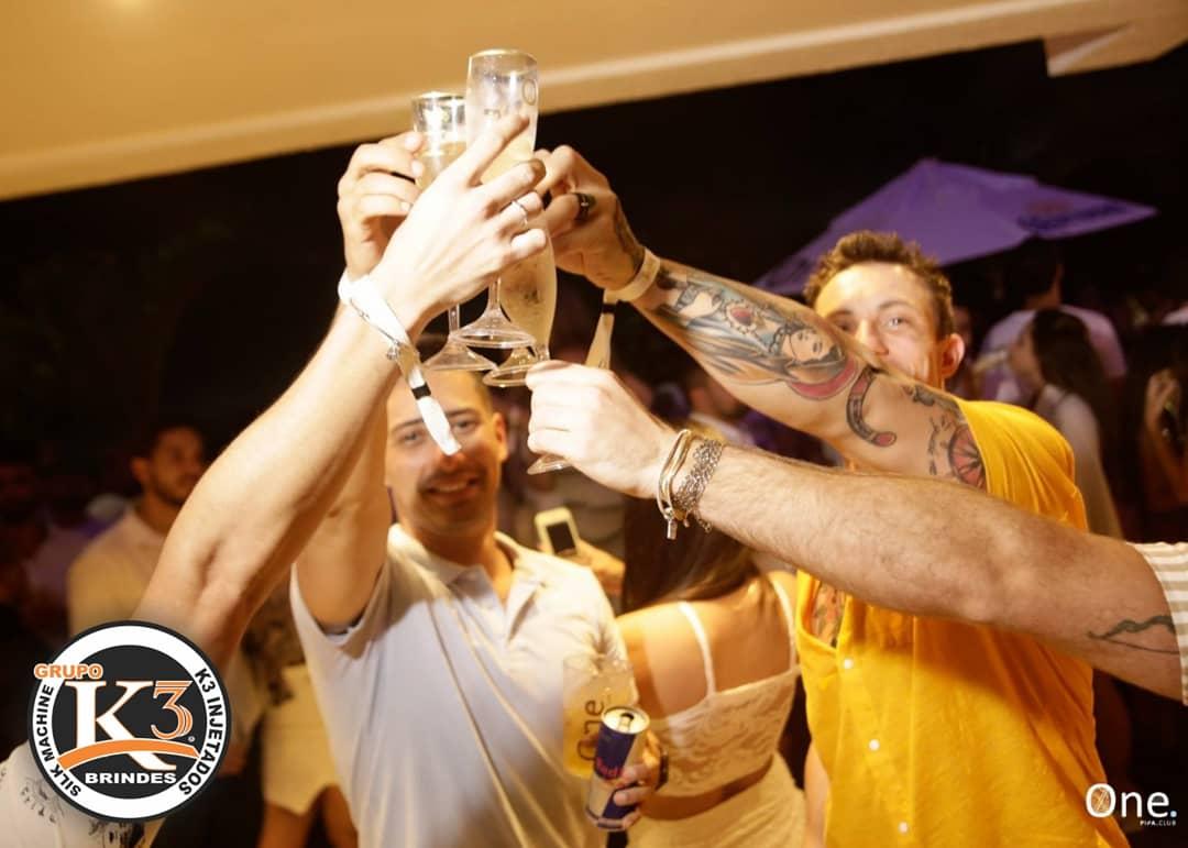 Taças de champanhe personalizada pela k3 brindes Maringá (5)